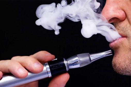 το ηλεκτρονικό τσιγάρο βλάπτει τα δόντια